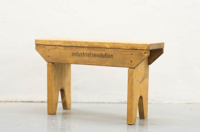 运用实木 (松木)建构二人座长椅 由原松木板开料,上板,打磨, 亲身